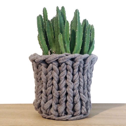 Knitted Pot Brown
